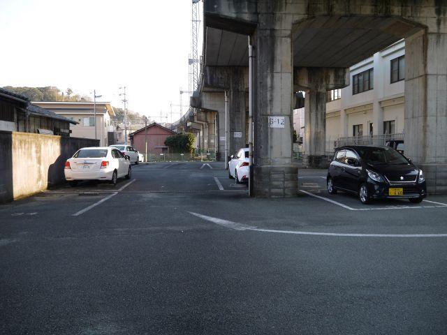 宇治山田高架下1号駐車場